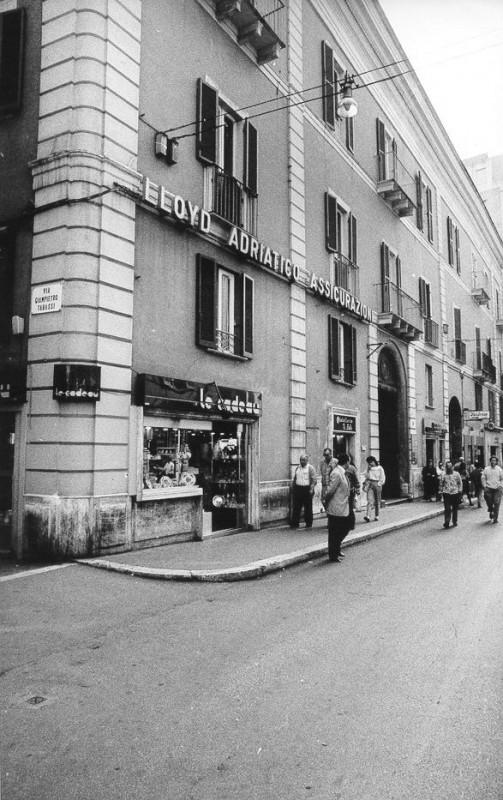 CHIETI – Palazzo Tabassi in corso Marrucino, dove è visibile la targa della via dedicata a mio nonno Giampietro Tabassi, anti- camente appartenuto ai baroni Carosi.